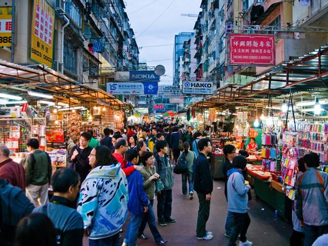 Luce – I laser e i riflettori di Hong Kong